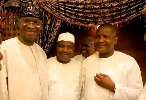 Fashola, Dangote & Tambuwal Spotted in Mecca for Lesser Hajj